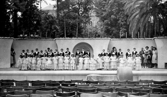Doc. Francine & Denis Miras - Année 1950 - Le quadrille des lanciers