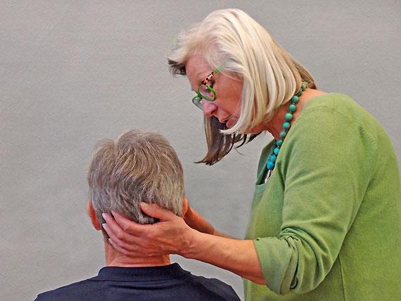 Behandlungsliege im Raum Praxis Heiltherapeutin Dagmar Hiller