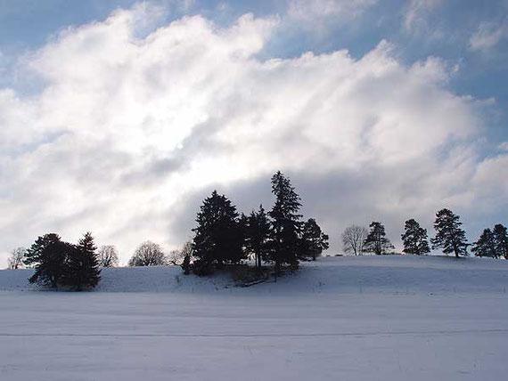 sturmwolken über winterlandschaft bei st.johann