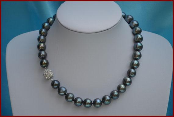 Collier de perles rondes noires de 11 mm