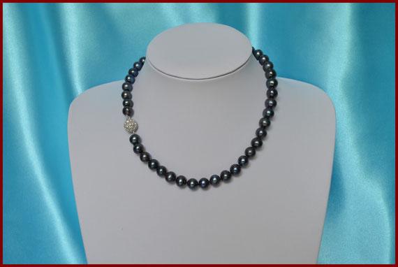 Collier en perles rondes noires de 9/10 mm