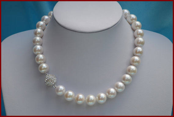 Collier de perles rondes blanches de 14/15 mm