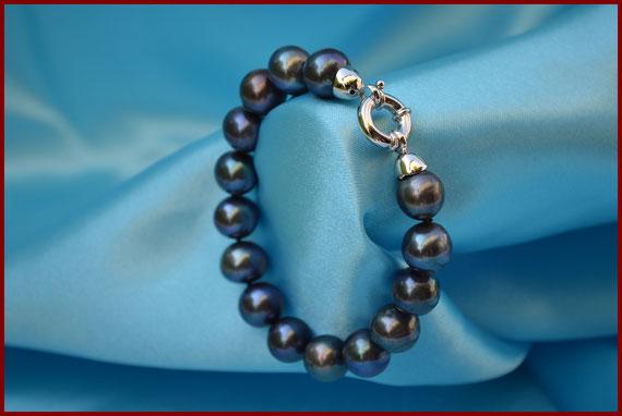 Bracelet exceptionnel en perles de culture d'eau douce noires/bleues « peacock – plumes de paon » de diamètre 12 à 13 mm.