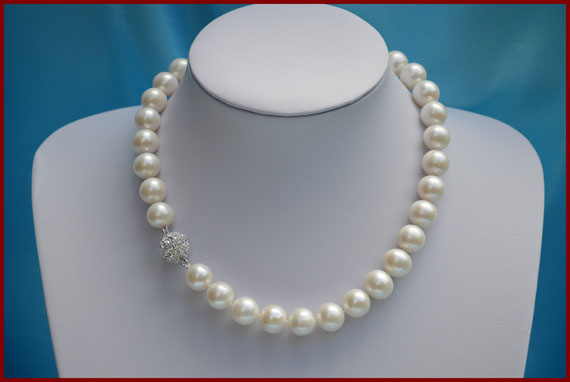 Collier de perles rondes blanches de 13 mm AAA
