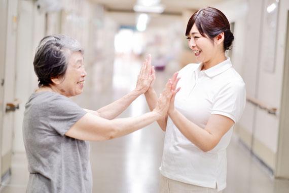 訪問医療マッサージ利用の笑顔の方々