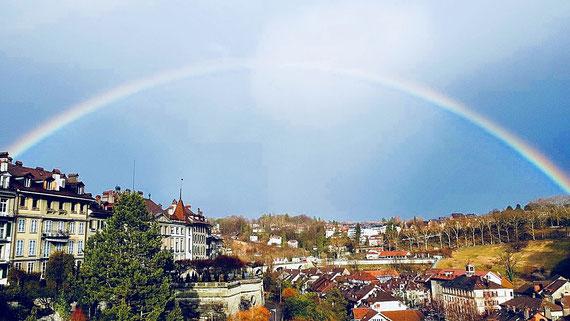 Der 12. März 2018 - mit einem Regenbogen über Bern, Foto Roland Kulli
