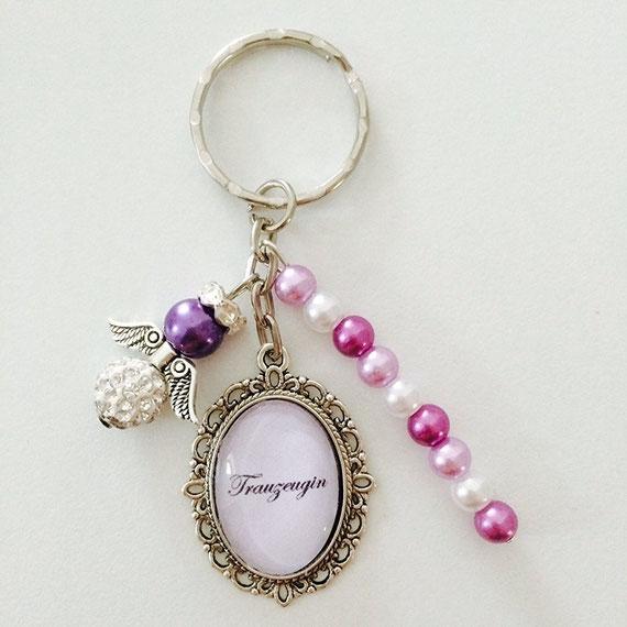 Bild: Geschenkideen für Trauzeugin und Brautjungfern, gefunden auf Partystories, Schlüsselanhänger
