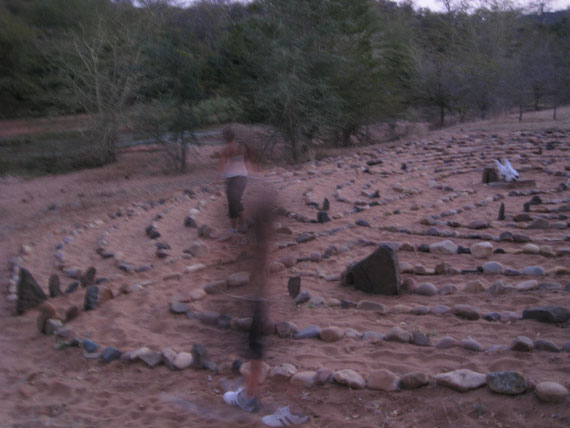 il labirinto sacro sulla riva del fiume