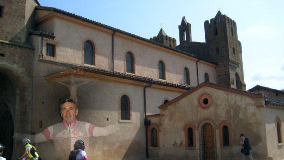 Une petite prière en passant par la superbe église de Simorre