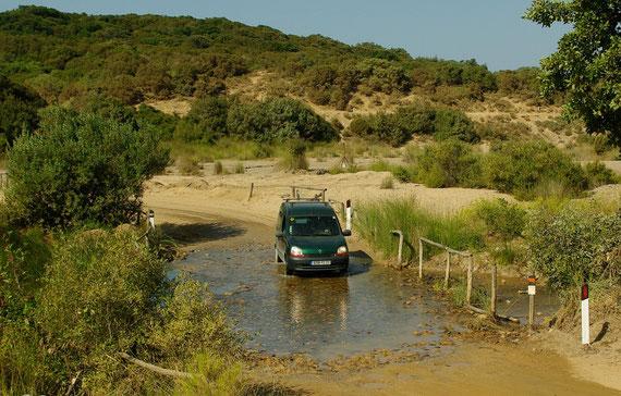 Sardaigne 2009, traversée d'un gué en Kangoo