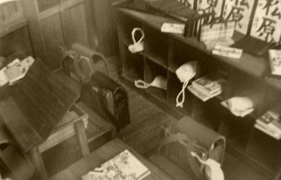 小学校の想い出 記憶を頼りに蘇る時間も魅せていただきました Gさんの時代机が開くんですね