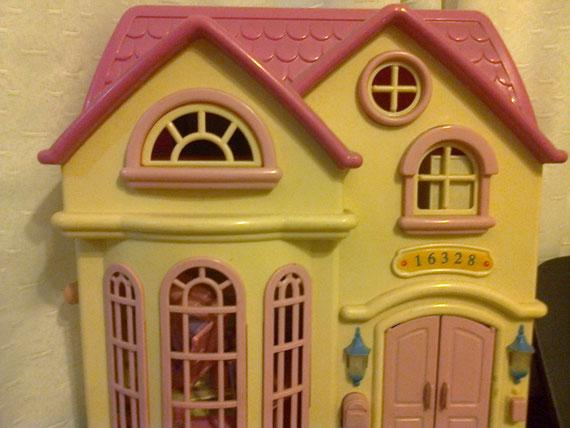 Moderna casita de muñecas.