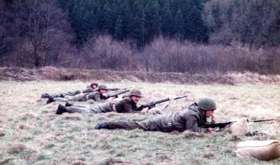 Es mußte erst von 200 Meter geschossen werden, dann bis 100 Meter gelaufen und dort wieder geschossen werden
