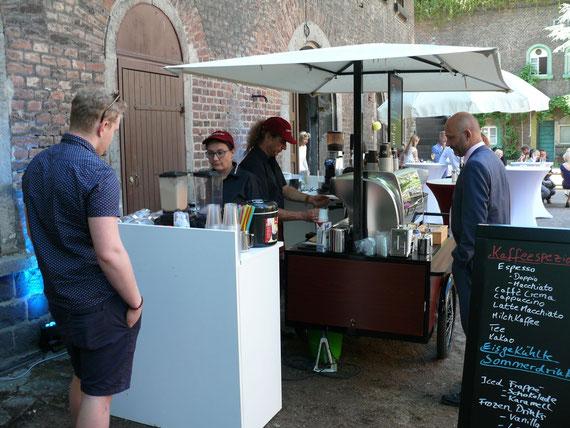 Die mobile Kaffee Bar mit Kaffee Spezialitäten und Frozen Drinks.
