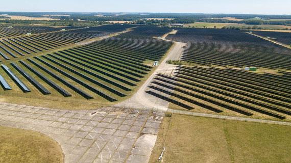 """La partie """"ville"""" côté DAMPIERRE SUR BLEVY a entièrement disparu. Elle est remplacée par les panneaux photovoltaïques"""