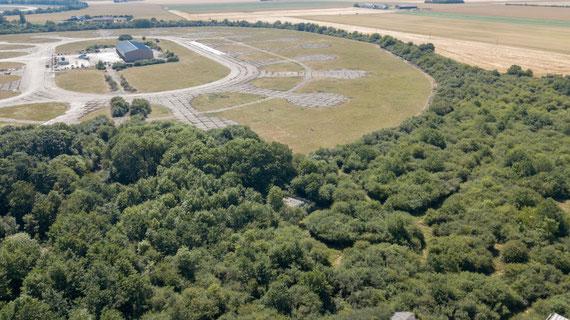 """En lieu et place d'une """"marguerite"""" est implanté un hangar agricole"""