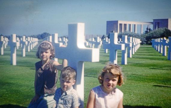 Patsy MILLER sur la tombe de Edward en 1961