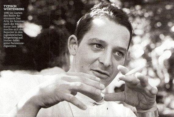Tipično Würtenberg / 1990. godine na terasi Baslerskog restorana Arts, u ljeto poslije dolaska iz Švicarske Vojske. Nedugo zatim odlazi kao reporter u jogoslovenski građanski rat. Uvijek uz njega Parisienne cigarete.