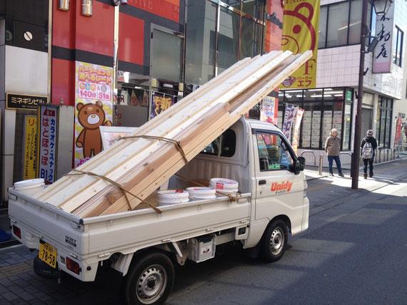 ラス パパス オリジナル家具作りの様子:カウンター席の木材搬入!!