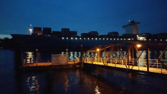 Und Maersk macht sich auf den Weg nach Rotterdam...
