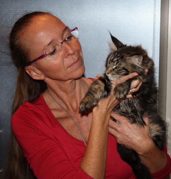 Beskaya hat das große Glück, mit ihrer Schwester Blixi, zu einer ganz lieben Familie zu ziehen. Wünsche Dir, meine liebe Beskaya (mein Schmuserchen) ein gesundes und langes Leben.