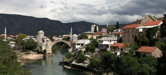 Stari Most, das Wahrzeichen von Mostar. Leider wurde die Bruecke während des Krieges zerstört. Mittlerweile wurde sie originalgetreu nachgebaut.