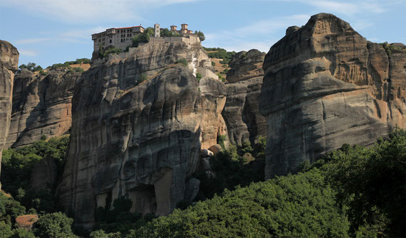 Meteora: Früher wurden die Mönche mit Netzen und Seilzügen in die 'schwebenden' Klöster gezogen.
