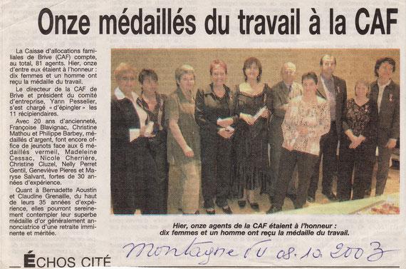 Remise de la médaille du Travail Argent par Monsieur PESSELIER, Directeur de la CAF de la Corrèze en octobre 2003