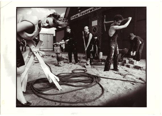 "FEE - Originalbild der letzten LP ""Grosse Taten - Krumme Dinger"". Hier noch mit dem Feuerwehrschriftzug!"