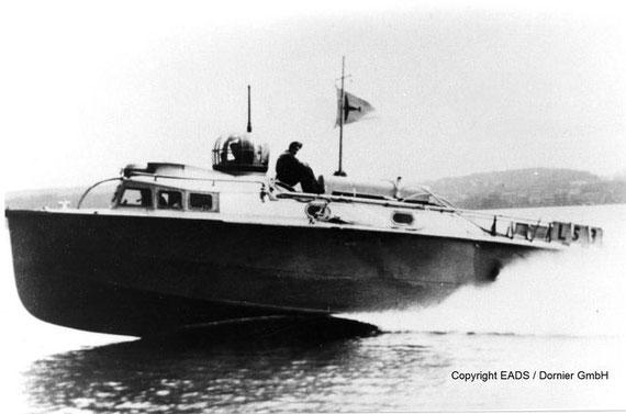 LS-Boot mit hoher Fahrt in der Ägäis - Foto: EADS/Dornier GmbH