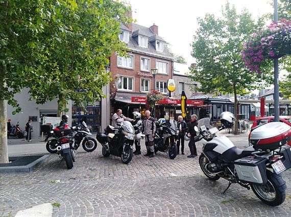 Sur la place de Couvin