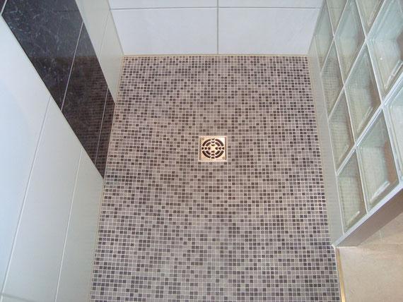 Bodengleiche Dusche mit Mosaik - baukeramik vock gmbh Ihr ...