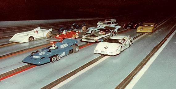 Au premier plan la Tyrrell P34 de Dominique Bellenger