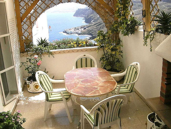 Terrasse mit Grill und Meerblick