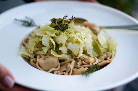 Vollkorn-Tortellini mit Kohltopping | clean & schnell zubereitet