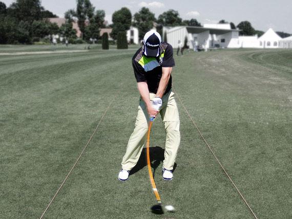 Golfspieler im vollen Schwung