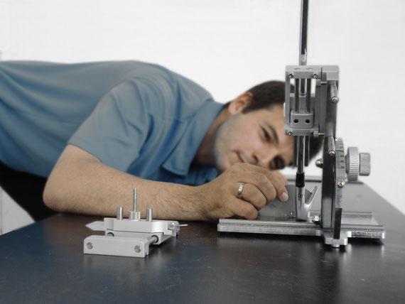Messung des Lofts eines Golfschlägers in einer Loft- und Liemaschine