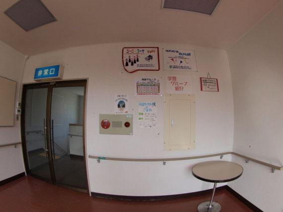 大集会室前の壁 その1