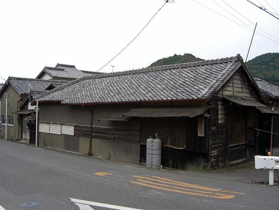 古い工場の外観