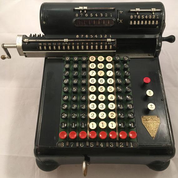 MARCHANT-MARCALCO modelo KB, s/n KB-30654, año 1922, fabricada por Marchant Calculating Machine Co, 33x41x19 cm