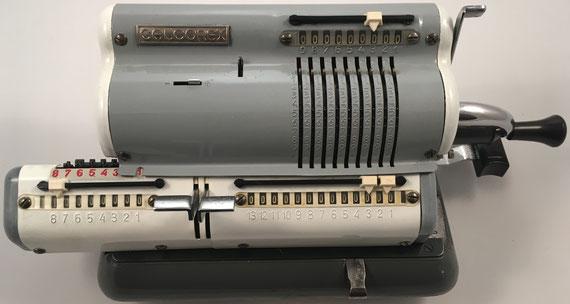 CALCOREX, s/n 68607, fabricada por Tvornica Računskih Strojeva (TRS) en Zagreb (Yugoslavia), año 1965, 36x16x14 cm