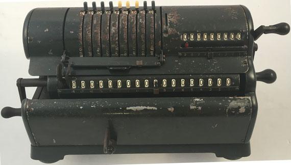 MARCHANT modelo XL, s/n 10019, capacidad 9x9x18, distribuida por Block & Aderson Limited, London and Darlington, año 1924, 41x16x16 cm