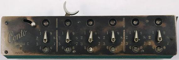 Ábaco de círculos CONTO (patentado inicialmente  por Johannes Aumund en 1905), modelo C con 6 diales, nº de  serie 774, fabricado por Carl Landolt en Thalwil (Suiza), año 1912, 27x7x4 cm