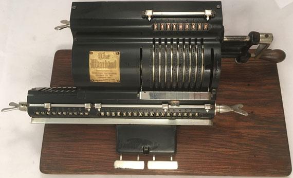 THE MARCHANT modelo Pony B, s/n A1432, capacidad 9x10x18, fabricada por Marchant Calculating Machine Co. (Oakland, USA), año 1916, 38x18x12 cm