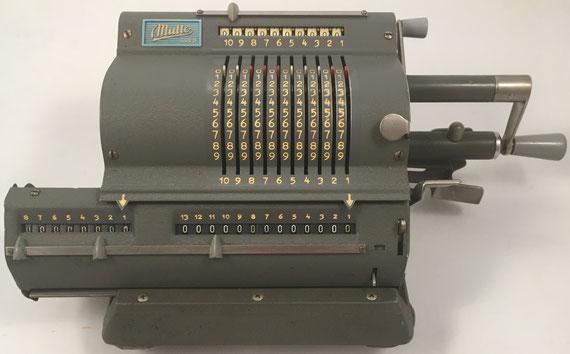MULTO ADDO modelo 113, s/n 64127, fabricada por A.B. ADDO en Malmö (Suecia), año 1949, 32x16x12 cm
