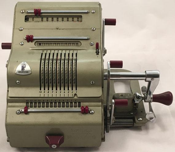 BRUNSVUGA 13RK, Brunsviga-Maschinewerke A-G, Braunschweig, s/n 13-60359, capacidad 10x8x13, año 1955, 26x24x17 cm