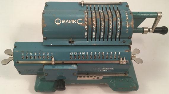 FELIX modelo 2, s/n C9111, hacia 1960, fabricada por  Schetmasch factory, Kursk (URSS), 33x17x13 cm