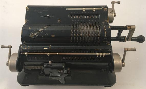 VAUCANSON Model A.V.A. 13, s/n 26655, capacidad 10x8x13, hecha por Ateliers Vaucanson (Paris), año 1936, 36x19x15 cm