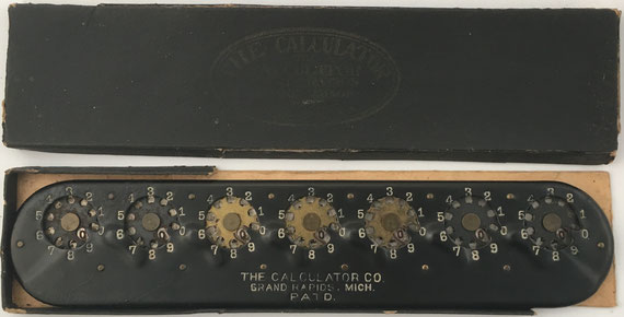 The CALCULATOR, fabricado por Pangborn Calculator Corp. en Grand Rapids, Michigan (USA), año 1907, 26x5.5 cm