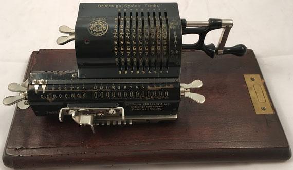 BRUNSVUGA SYSTEM TRINKS, modelo M (miniatura del modelo B), Grimme, Natalis & Co, Aktiengesellschaft, Braunschweig, s/n 74610, capacidad 9x8x13, año 1908, 27x11x10 cm